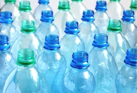 Plastové lahve se zálohou? Tři čtvrtiny Čechů jsou pro, vlastní obaly nosit nechtějí
