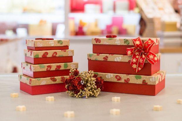 Češi si na Vánoce nechají zabalit 140 000 dárků
