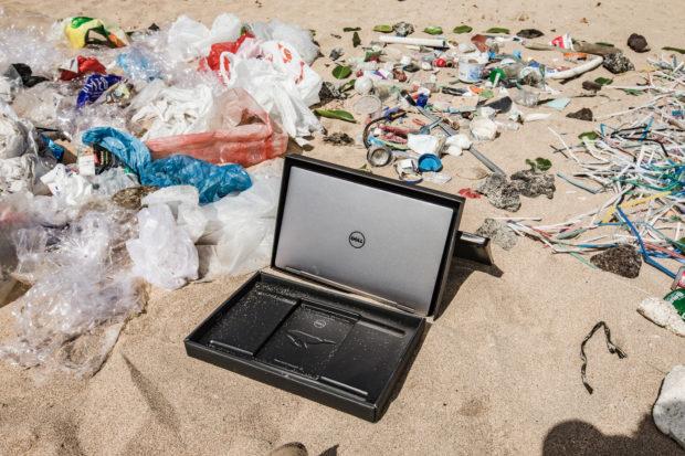 Dell uvádí obaly z plastového odpadu z oceánů