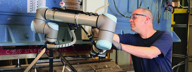 Universal Robots: nedostatek lidí vyřeší coboty