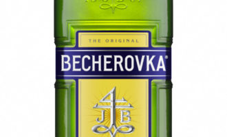 Becherovka a pivo Hubertus obměnily láhve