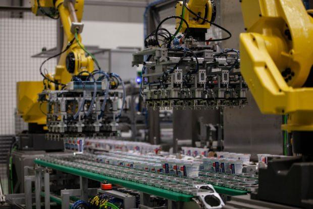 Hollandia využívá robotizované pracoviště pro mix produktů