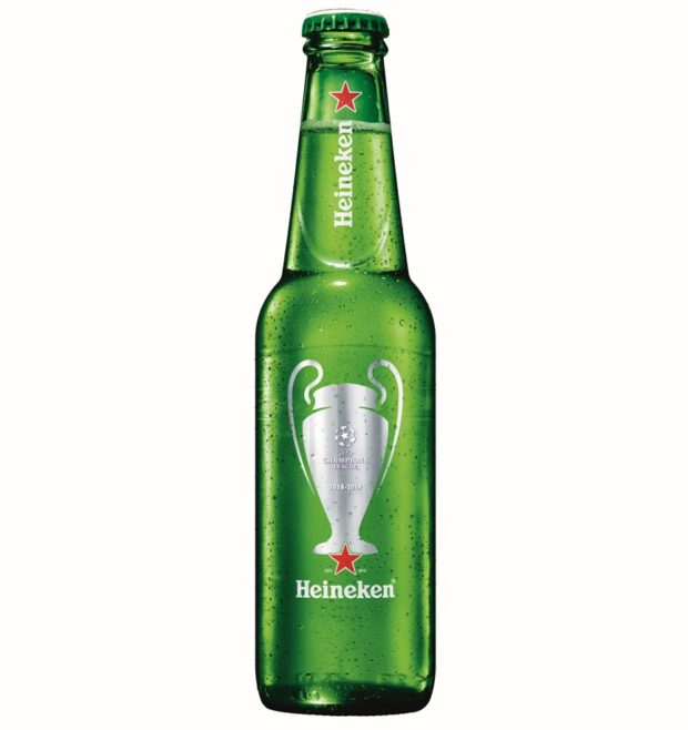 Heineken připravil limitovanou edici lahví s etiketou UEFA
