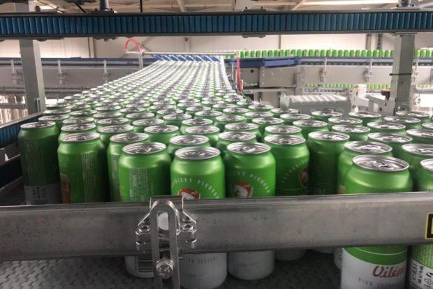 Plechový boom pokračuje: pivovary inovují a oblíbily si kov