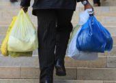Někteří obchodníci stále rozdávali plastové tašky zdarma