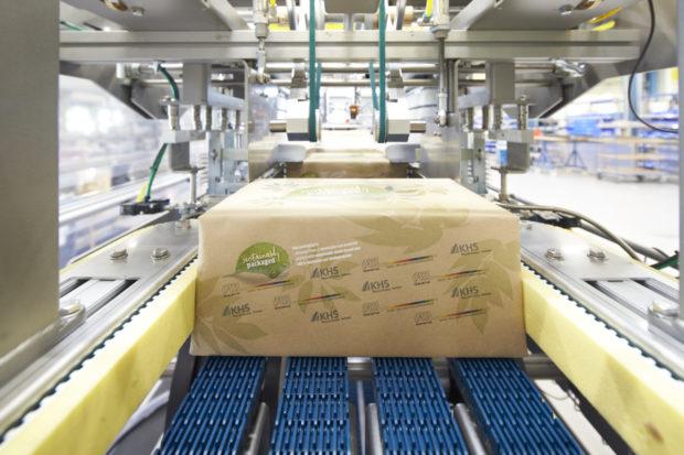 Sekundární balení plechovek: papír místo fólie