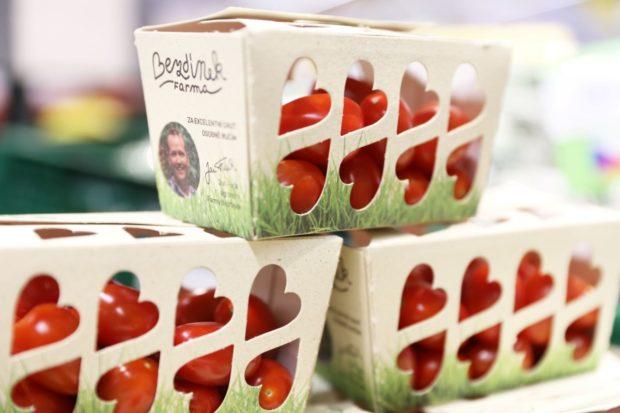 Čerstvá rajčata nabízí farma Bezdínek nově v udržitelném obalu