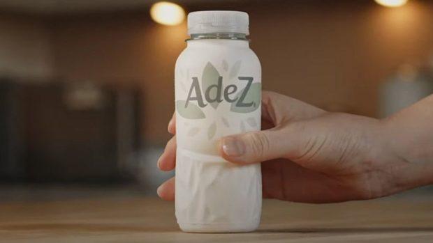 Coca-Cola otestuje na evropském trhu první prototyp papírové láhve