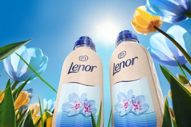 Procter & Gamble představuje první pilotní papírovou láhev značky Lenor